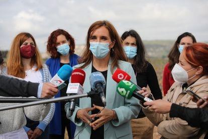 Mónica García, durante una visita a Arganda del Rey el pasado 23  de abril.