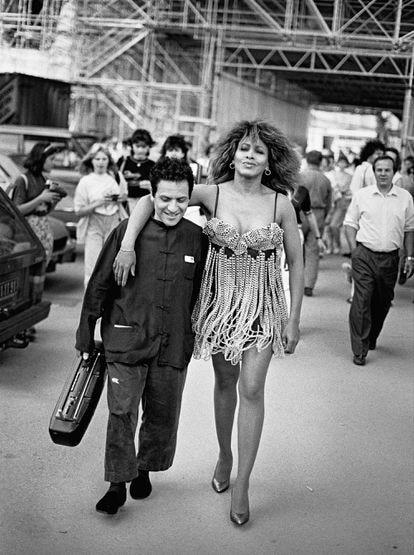 Tina Turner y Azzedine Alaïa, en París en 1989.