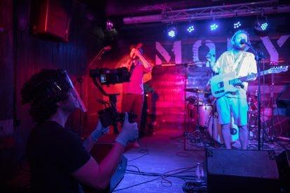 Uno de los cámaras trabajando para la retransmisión del concierto.