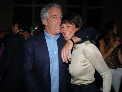 Jeffrey Epstein y Ghislaine Maxwell, en Nueva York en marzo de 2005.
