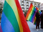 """Concentración contra los cursos para """"curar"""" la homosexualidad, el pasado sábado en la plaza de Pedro Zerolo."""