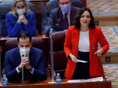 Isabel Díaz Ayuso e Ignacio Aguado, durante la sesión plenaria extraordinaria de la Asamblea de Madrid, este jueves.