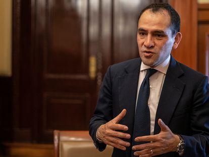 Arturo Herrera, tras una charla con EL PAÍS, en abril de 2020.