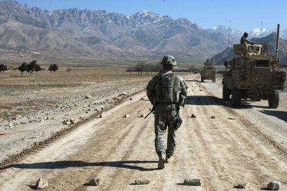 Un soldado de EE UU en la base de Bagram, a las afueras de Kabul, en una foto de archivo.