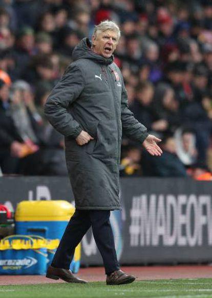 El entrenador del Arsenal, Arsène Wegner, durante un partido.