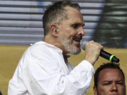 Desde que el pasado octubre se conociera la separación del que fue su pareja durante 26 años, el cantante se refugia en México y muestra una actividad más crítica y política que nunca