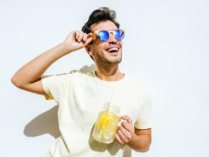 Una selección de las mejores marcas en gafas para proteger tu vista del sol en cualquier momento. GETTY IMAGES.