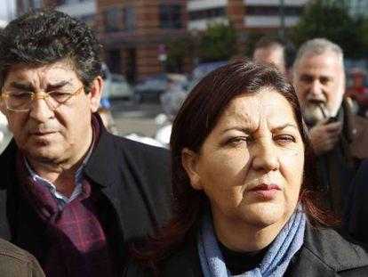La concejal de IU Josefa Medrano junto al coordinador Diego Valderas.