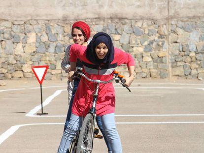 Usuarias de Pikala Bikes, en Marrakech.