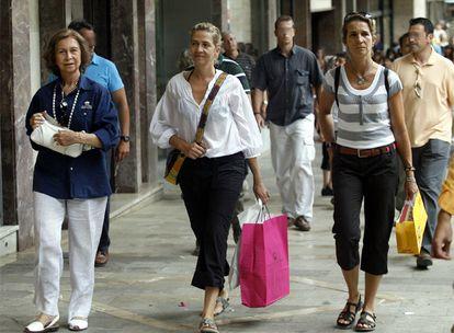 La reina Sofía y las infantas Elena y Cristina, en uno de sus últimos veranos en Palma.