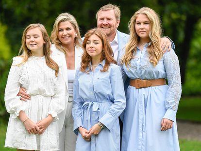 Los Reyes de Holanda y sus hijas.