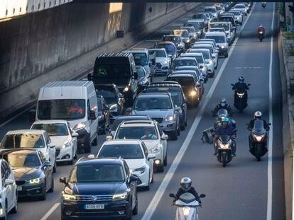 Entrada de Barcelona por la Gran Via, antes de llegar a la plaza de las Glòries.