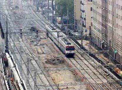 Una panorámica de la zona de obras, con las vías que deberán ser reagrupadas y cubiertas.