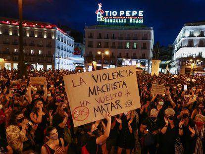 Participantes en la concentración contra la violencia machista en La Puerta del Sol de Madrid.