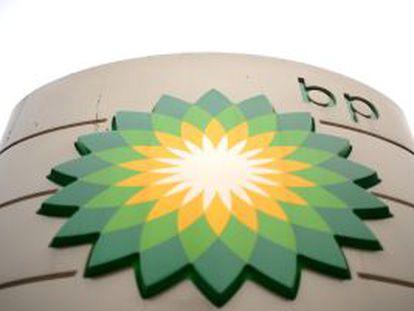 Imagen del logo BP en una estación de servicio en Londres.