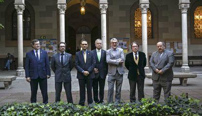 Los candidatos a rector de la UB (de izq. a dcha.), Màrius Rubiralta, Joan Guàrdia, David Vallespin, Joan Elias, Rafael Franco, Norbert Bilbeny y Eduardo L. Mariño.