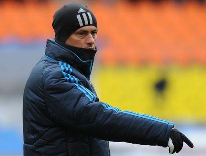 Mourinho en el entrenamiento en Moscú