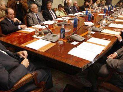 Carlos Dívar preside una reunión de vocales del Poder Judicial.