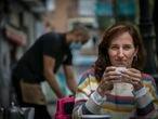 Mónica García, diputada de Más Madrid, en una cafetería de Madrid en 2020.
