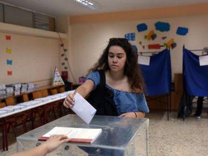 Este año se estrenan en las urnas casi 600.000 jóvenes, incluidos los de 17 años, que pueden votar por primera vez en Grecia