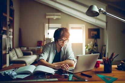 No importa la edad ni el objetivo. Al tratarse de un método 100% en línea permite aprender donde y cuando se quiera.