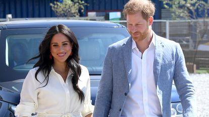 Enrique de Inglaterra y Meghan Markle, duques de Sussex, en una visita a Johannesburgo, Sudáfrica, en octubre de 2019.
