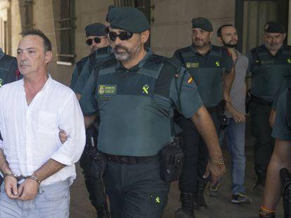 Los dueños de la empresa Magrudis, José Antonio Marín y su hijo Sandro Marín en los juzgados de Sevilla.