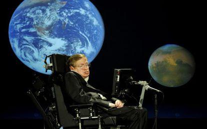 El fallecido físico teórico Stephen Hawking, durante un acto.