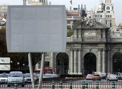 Uno de los chirimbolos instalados en las calles de Madrid, frente a la Puerta de Alcalá.