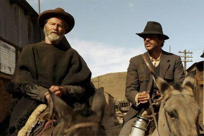 Sam Sephard y Eduardo Noriega en la película 'Blackthorn' (2011).