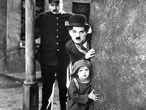 Jackie Coogan y Charles Chaplin, en 'El chico'.