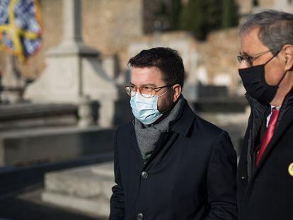 A la derecha, el expresidente de la Generalitat, Quim Torra, junto a su sucesor, Pere Aragonès.