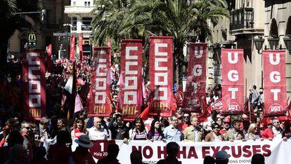 La cabeza de la manifestación del 1º de Mayo convocada por CC OO y UGT en Valencia.