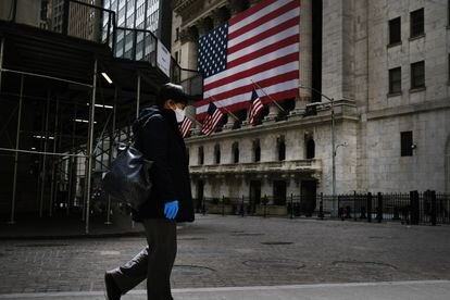 El distrito financiero de Nueva York casi vacío por el coronavirus, el pasado abril de 2020.