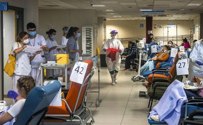 Pacientes con coronavirus en urgencias del hospital La Paz, el 3 de abril de 2020.