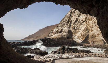 En las cuevas de Anzota, sobre el océano Pacífico, los chinchorro pescaban. En ellas se encontraron algunas de las momias.