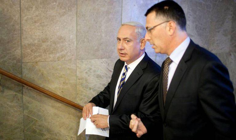 El primer ministro israelí, Benjamín Netanyahu y el entonces ministro de Educación, Gideon Saar, en 2012 en Jerusalén.