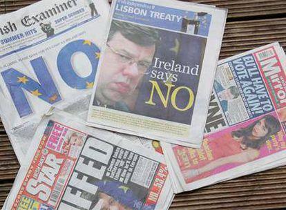 Portadas  de los diarios irlandeses de ayer, con el triunfo del <i>no.</i>