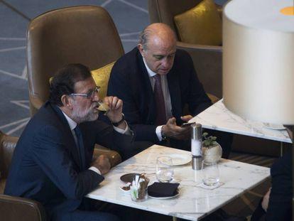 Mariano Rajoy y Jorge Fernandez Díaz, en Barcelona.