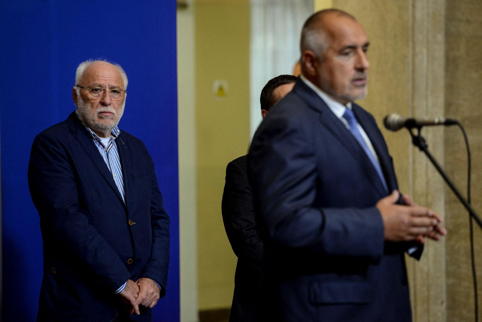 A la izquierda, el comerciante de armas búlgaro Emilian Gebrev, durante una rueda de prensa en octubre de 2017 en Sofía.