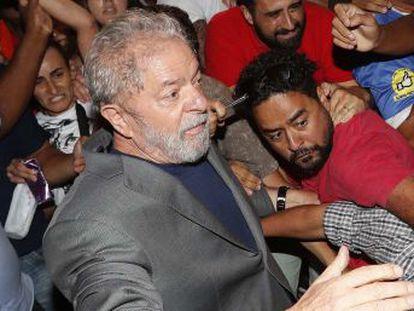"""El expresidente de Brasil se despide de la libertad con durísimas críticas a los jueces. """"Yo no soy un ser humano más. Yo soy una idea. Y las ideas no se encierran"""", afirma"""