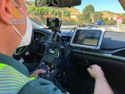 Control de velocidad de la Guardia Civil en La Rioja en agosto de 2020, en una imagen facilitada por el instituto armado.