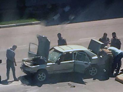 Policías investigan el ataque terrorista de este lunes en Grozni, la capital de Chechenia.