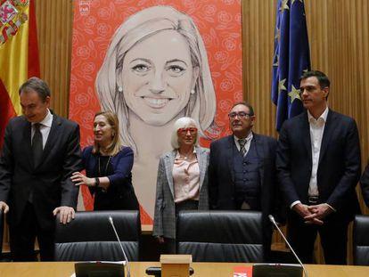 José Luis Rodríguez Zapatero, Margarita Robles, Ana Pastor, Miquel Iceta y los padres de Carme Chacón durante el homenaje a la exministra en el Congreso.