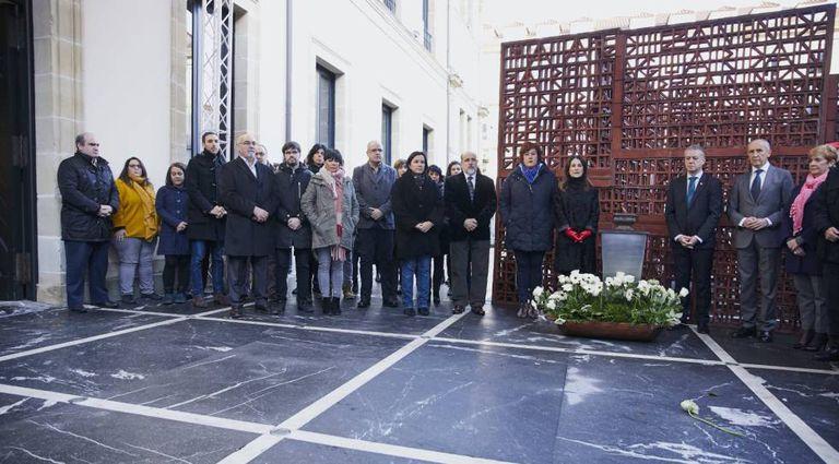El Parlamento vasco conmemora el 'Día de la Memoria' con la participación de todos los partidos salvo el PP, en noviembre de 2019.