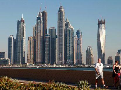 Rascacielos en un distrito de Dubai, uno de los países frontera, con un alto interés para los inversores.