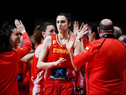 Alba Torrens, al frente de la selección española.