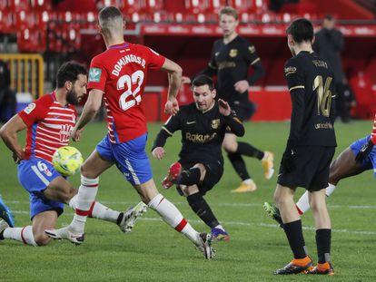 Messi marca su primer gol ante el Granada este sábado en Los Cármenes.