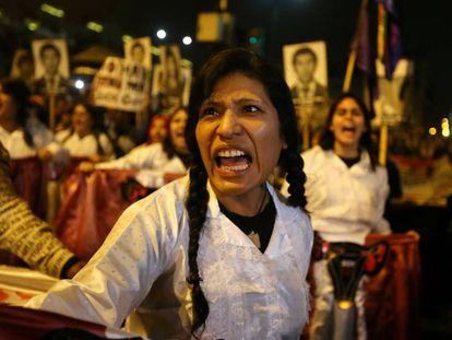 Manifestantes en Lima contra el indulto a Fujimori.