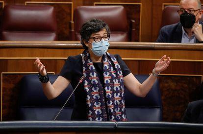 La ministra de Asuntos Exteriores, Arancha González Laya, responde a una pregunta de la oposición durante una nueva sesión de control al Gobierno este miércoles en el Congreso de los Diputados.
